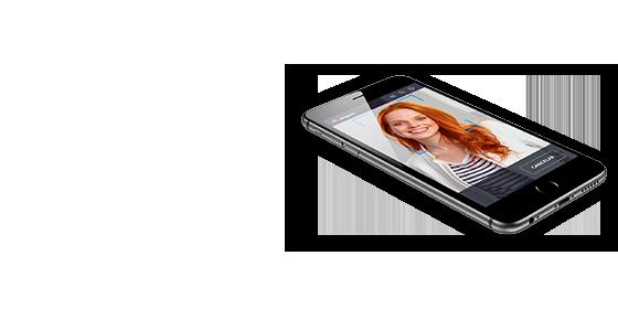 Celular com imagem escaneada de um rosto em outro angulo